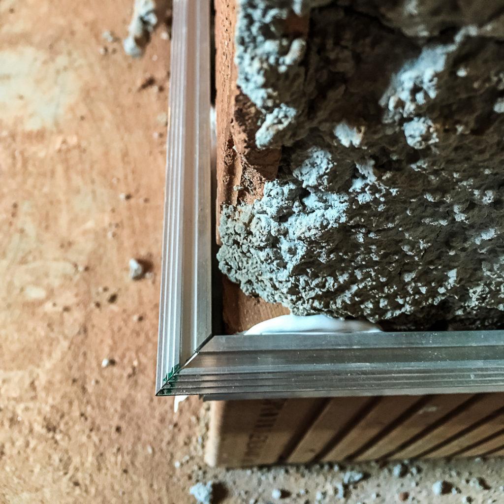 Außenecke bei Profil für flächenbündige Sockelleisten
